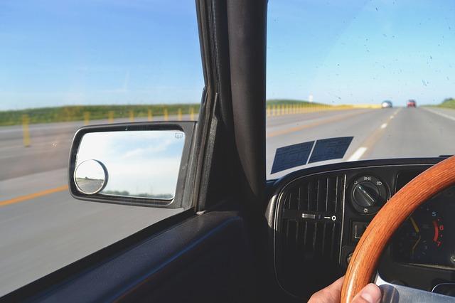 中古車を売るときの任意保険の解約や変更手続きについて